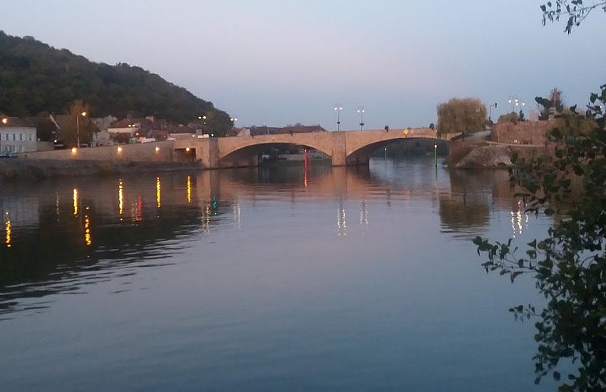 Сена (Seine) в месте впадения притока Йонны