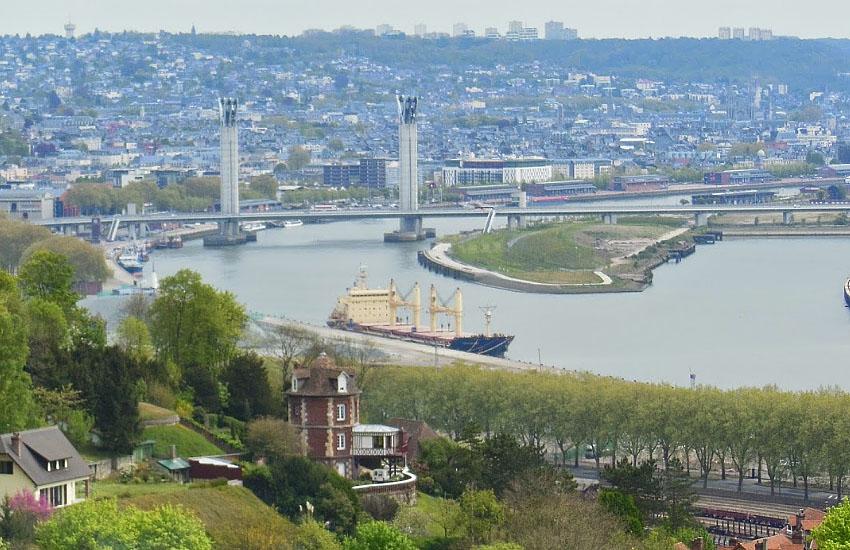 Морское судно на Сене в Руане