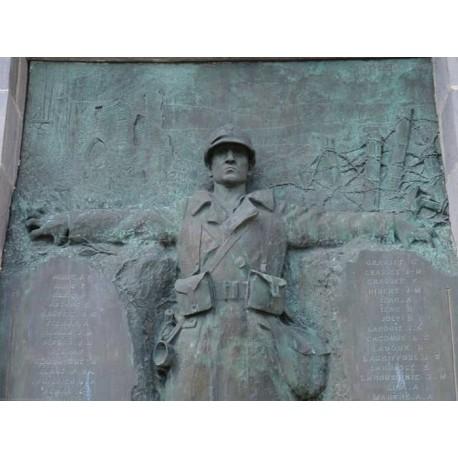 Памятник погибшим в  Мюр-де-Баррез  (Monument aux morts  de Mur-de-Barrez)