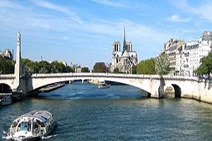 Река Сена (Seine) в Париже
